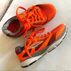 Avia Cantilever athletic Walking Running shoes